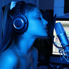 6 Ariana Grande